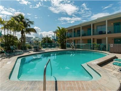 673 Bay Esplanade Clearwater, Shared pool