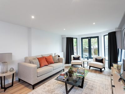 Photo for Stunning 2 Bedroom Luxury Apartment in Earls Court