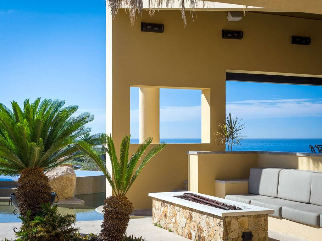 Perfect place for a family reunion - 8 BR villa, spectacular patio with large pool, jacuzzi, gas fire pit and outdoor bar