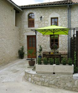Photo for Rural cottage in the heart of the Bordeaux vineyards