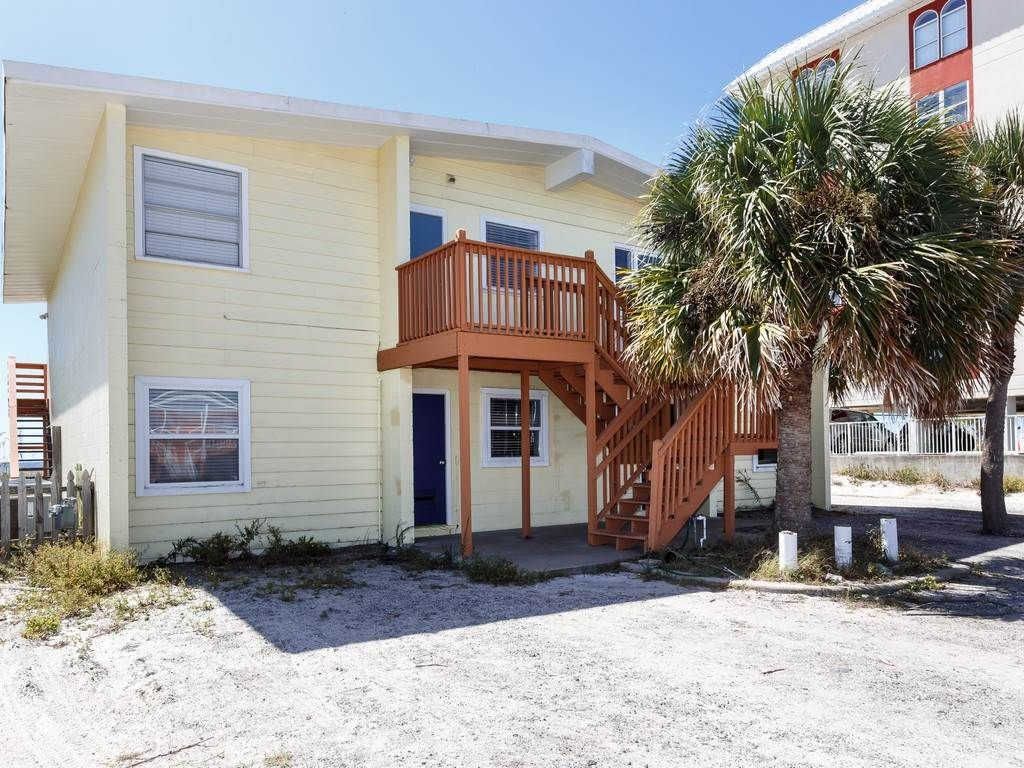Beautiful 4 Bedroom Home on The Gulf! PERFECT for the ENTIRE FAMILY - BOOK NOW!