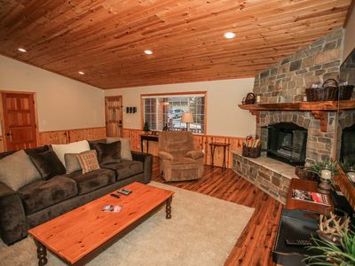 Photo for House in Big Bear Lake with Parking, Internet, Washing machine, Balcony (983600)