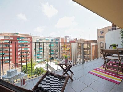 Photo for Terraza de Flor apartment in Eixample Dreta with WiFi, air conditioning, private terrace & lift.