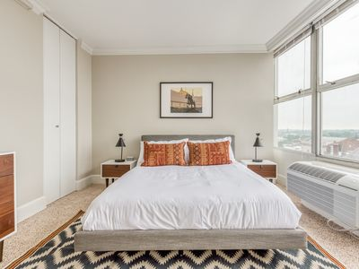 Photo for Business Class Condo by Mint House