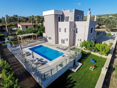 Photo for Luxury 6BR Villa In Rethymno, 1km From The Beach