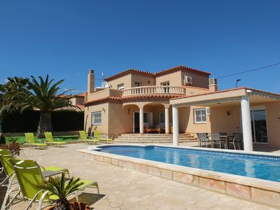 Photo for Lovely fully air-conditioned villa, large private swimming pool, Free WIFI