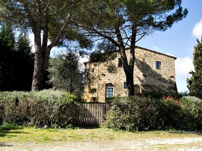 Photo for Lovely apartment with internet, pool, TV, patio, pets allowed and parking, close to San Gimignano