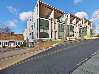Photo for New Dog-friendly Nashville Townhomes w/ balconies, garages, and WiFi!