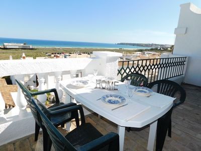 Photo for Excellent apartment with sea view in Meia Praia