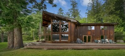 Waterfront Family Vacation Home On Pender Island, BC