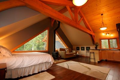 Timberloft - sleeps up to 4 with a pull out sofa