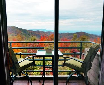 Catch the View! Private WiFi - 2 Pools - Hot Tubs - Gas Grills- Everyone Welcome