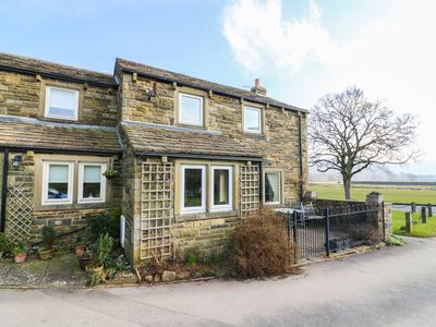 Photo for 1 RIVERSIDE COTTAGE, pet friendly in Burnsall, Ref 955322