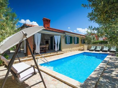 Photo for Beautiful villa with heated pool near Rovinj
