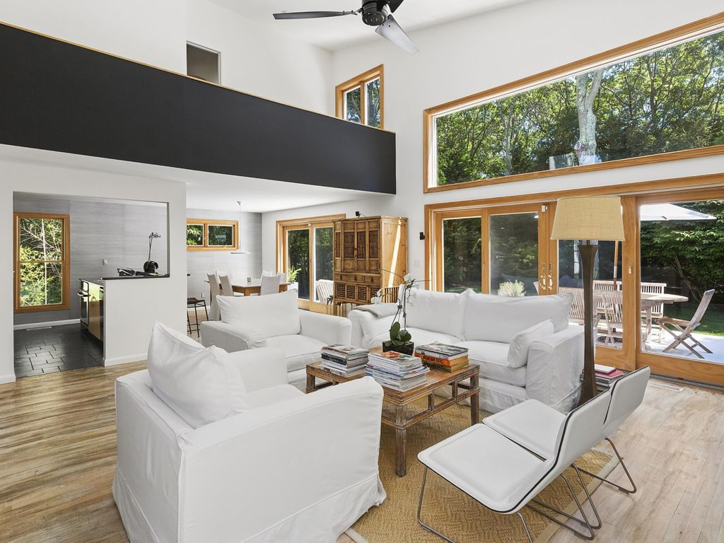 Ultimate hamptons luxury modern home in e homeaway for Luxury vacation rentals hamptons