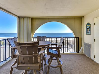 Beautiful 2 Bedroom Condo with Outdoor Pool, Steps to the Beach!