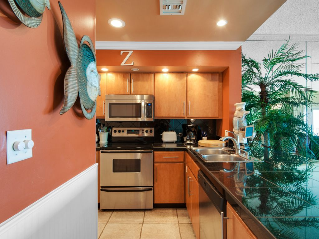 **EXTRAORDINARY,HIGH END CONDO~ FULL equipped kitchen~**