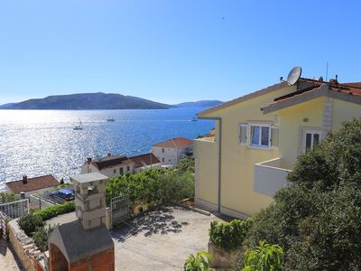 Photo for 1BR Apartment Vacation Rental in Okrug Donji