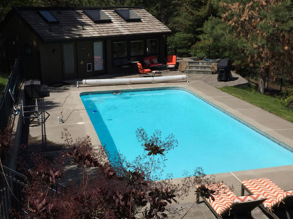 pool house retreat piscine westside de bend deux couchages oregon 428109 abritel. Black Bedroom Furniture Sets. Home Design Ideas