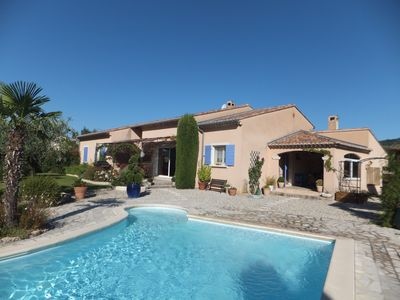 Photo for Beautiful villa with pool and garden in Provence, near Vaison-la-Romaine