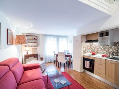 Photo for Archimede apartment in Borghese-Parioli with WiFi, air conditioning & lift.