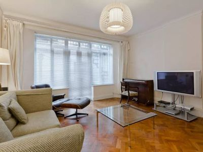 Photo for Airy 2 bed 2bath flat close to Oxford St!