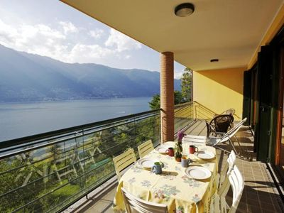 Photo for 2-room apartment with large balcony and panoramic view of the lake
