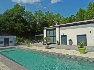 Photo for Contemporary villa, private swimming pool, petanque ground