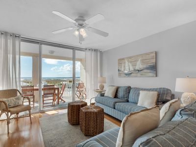 Photo for Bright, open condo, 2 beach chairs and bicycles included, Close to entertainment