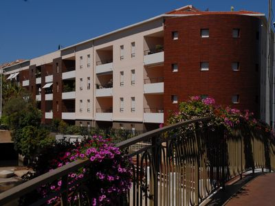 Photo for St. Raphael 150m beach, center port 76m2 4 * 2chbres 4 / 6p Air conditioning, WIFI, GARAGE pool
