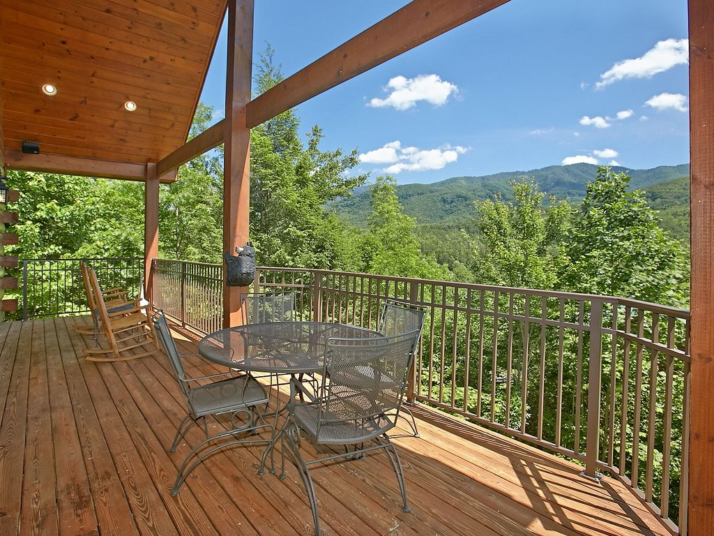 Secluded 2 bedroom cabin with fabulous views of the great for Secluded cabin rentals on lake tennessee