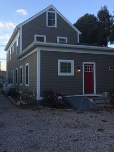 Renovated 1 BR getaway 1 block from Mystic River in Historic downtown!