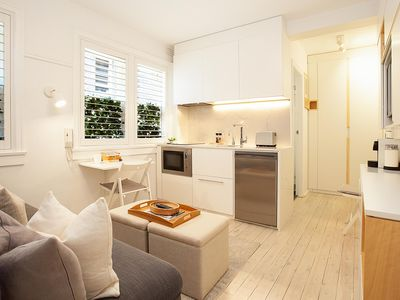 Photo for Cosy Flat in Art Deco Building Minutes From City