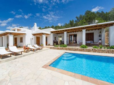 Photo for Air-conditioned Villa with Pool, Terrace and Wi-Fi
