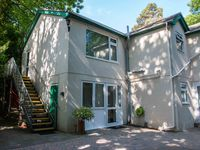 Lovely upstairs apartment in Broadstone Poole