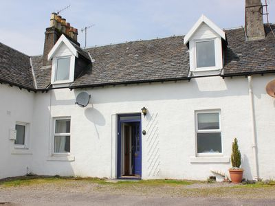 Photo for Traditional whitewashed fisherman's cottage overlooking Loch Fyne