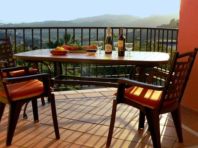 Alfresco dining with a view - enjoy!!