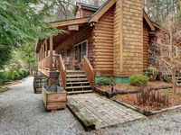 Charming, comfortable cabin with a wonderful porch and nice view!