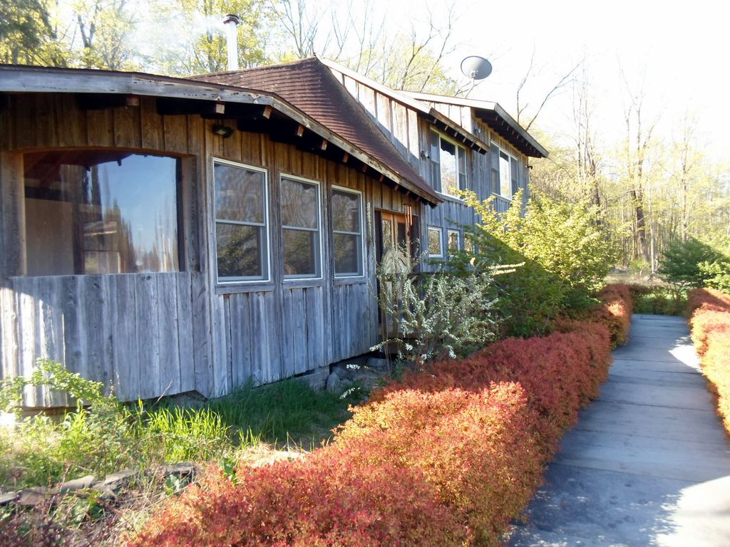 Mohonk mountain 11 acre post and beam retreat in the ny for Tiny house for sale hudson valley