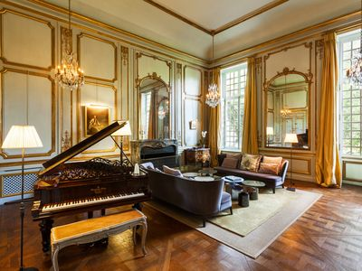 Photo for Magnificent private mansion 20 minutes from Paris