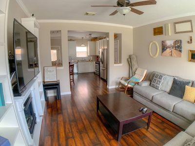 Photo for Cozy Townhome In East Downtown HTX- Sleeps 10+