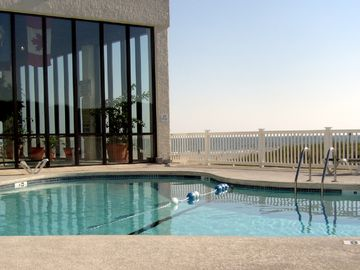 WATCH THE WAVES HITTING THE SHORES IN THIS OCEANFRONT CONDO IN MYRTLE BEACH