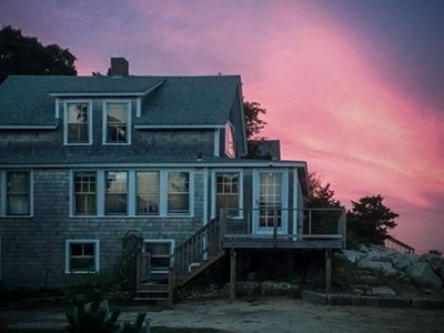 Photo for Lovely oceanfront cottage w/ deck and panoramic views!