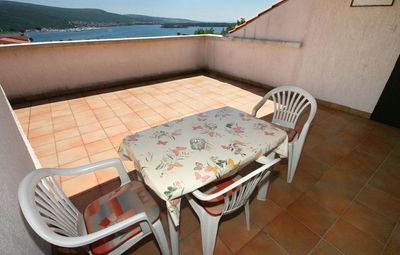 Photo for Studio flat with terrace and sea view Kornić, Krk (AS-415-a)