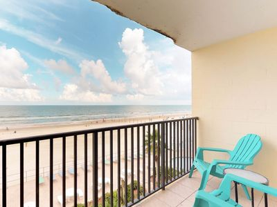 Photo for Oceanfront studio with shared pool and direct beach access!