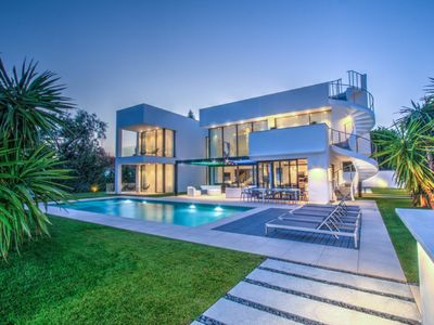 Photo for Modern luxury villa close to Puerto Banus and to the beach