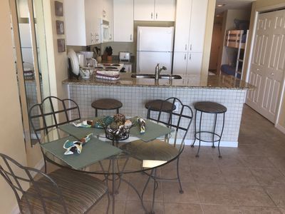 Dining table & kitchen--seating for 6!