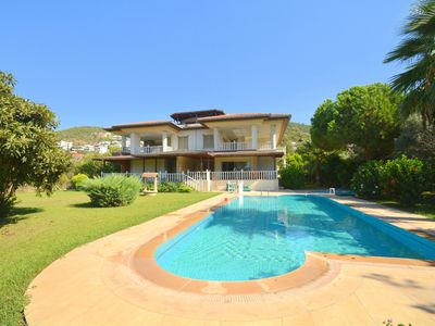 Photo for Beautiful apartment with garden and pool view