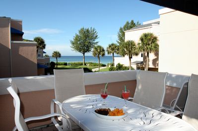 The Gulf of Mexico so close. High-End Patio furniture for 6 Persons.