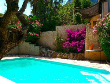 Search 2,364 holiday rentals